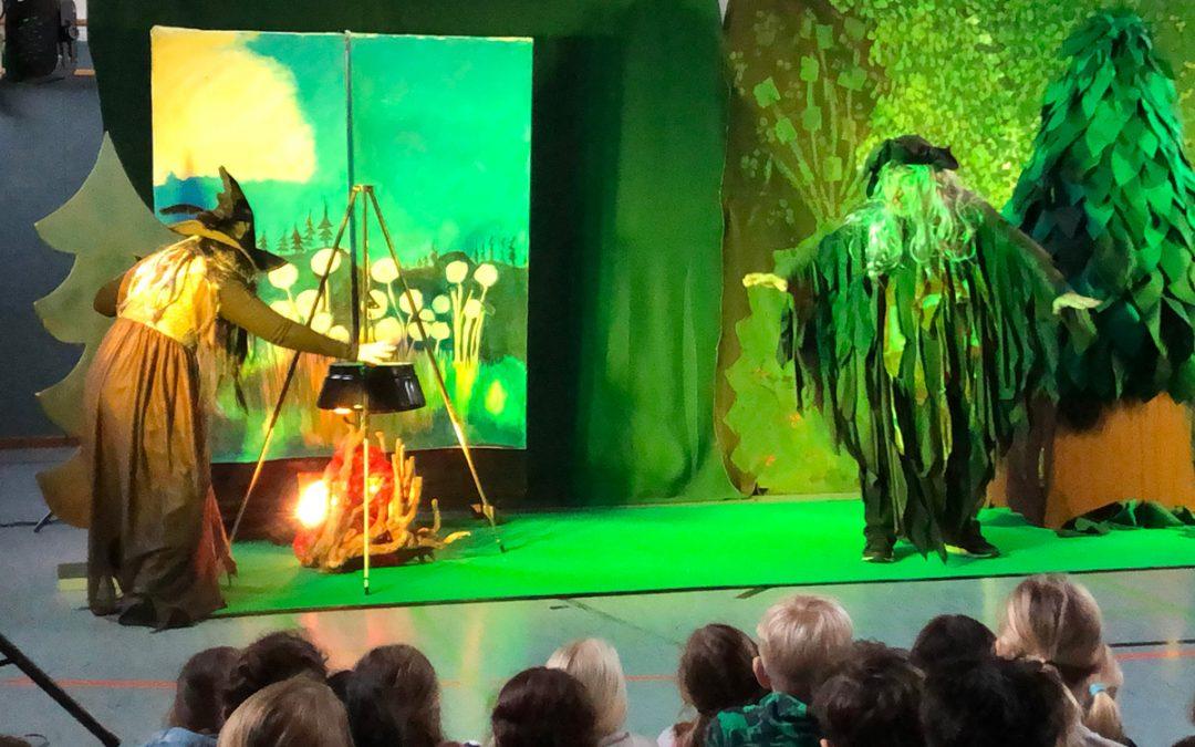 """Theaterstück 'Troll und Hexenkessel"""""""